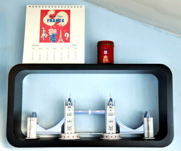 Souvenir Display Shelves by Argos