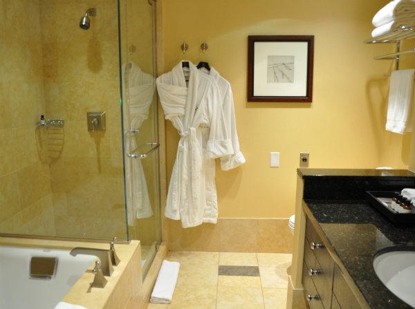 Fairmont The Queen Elizabeth Montreal Bathroom